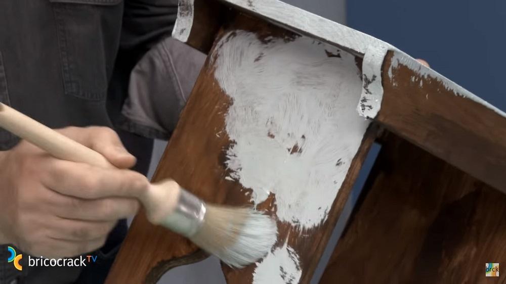 como hacer pintar mesita de noche vintage